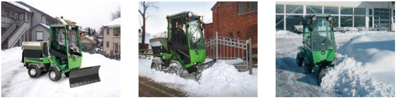 traktorek z pługiem do odśnieżania