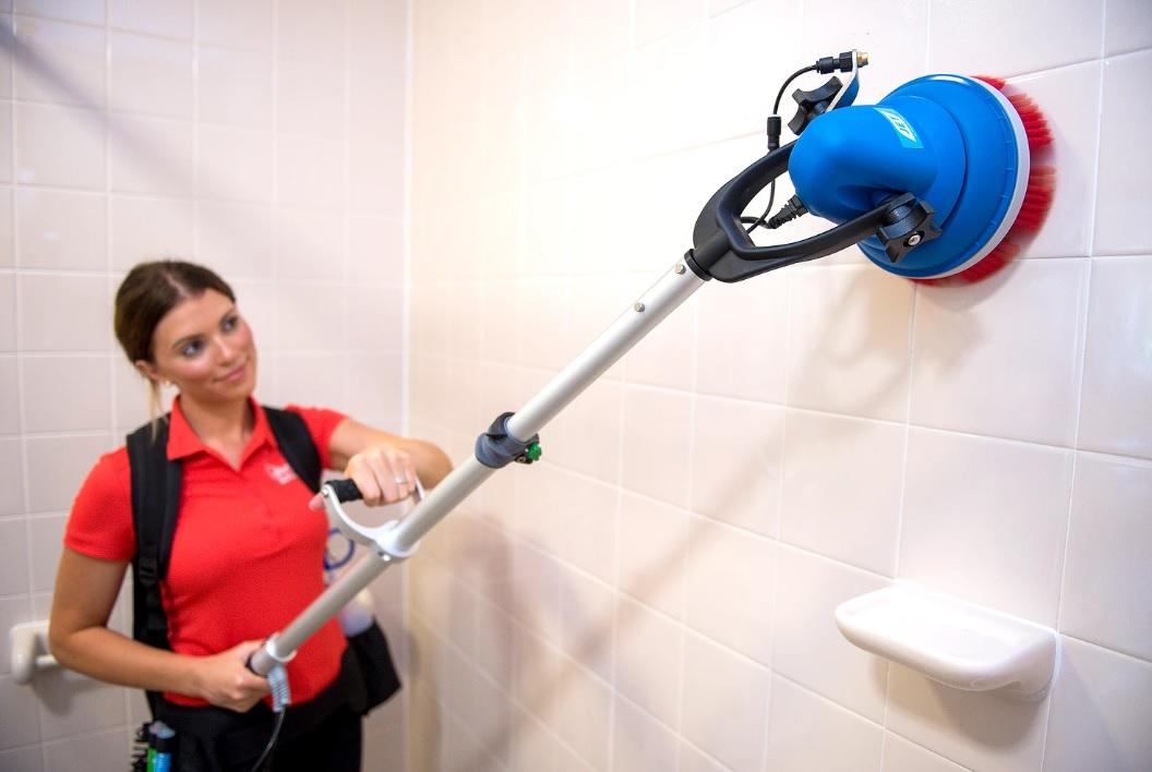 maszyna szorująca do czyszczenia ścian i kafelek
