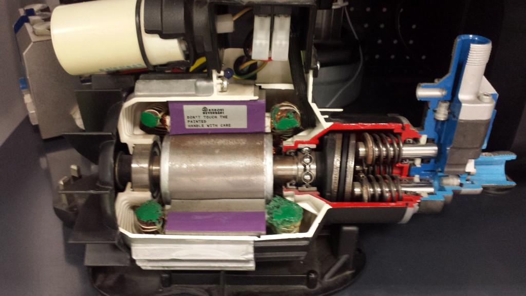 Silnik osiowy (tańszy, gorsza jakość)