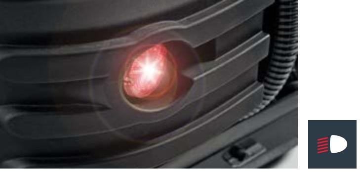 maszyna czyszcząca wyposażona w przednie i tylne światła