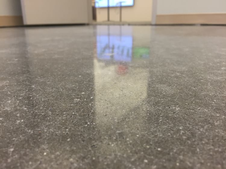 podłoga po polerowaniu