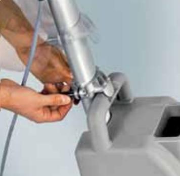 szorowarka z łatwym montowaniem zbiornika na roztwór czyszczący